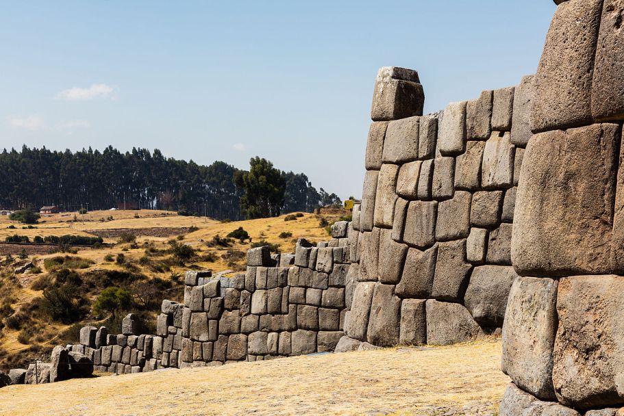 Sacsayhuamán,_Cusco,_Perú,_2015-07-31,_DD_36